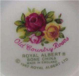 OLD COUNTRY ROSES 20 PIECES 4 PLACE SETTING ROYAL ALBERT England 1962